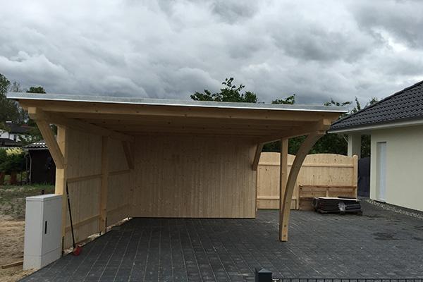 Individuelles Holz-Carport.